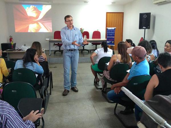 Durante dois dias, profissionais da assistência à saúde do Hospital Materno Infantil Tia Dedé e dos 13 municípios da Região de Saúde Amor Perfeito e Dianópolis