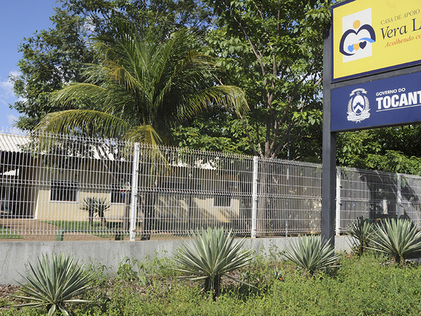 A casa é um alojamento que hospeda gratuitamente os pacientes internados nos hospitais públicos de Palmas e também os acompanhantes deles