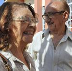 O casal de aposentados, Daicy Faustino, de 77 anos, e Milton Faustino, de 88, foi logo pela manhã, no primeiro dia de vacinação, garantir a imunização