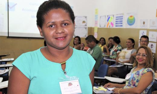 A professora Sonia Pinto de Oliveira garantiu que aprendeu mais e que está mais entusiasmada para ministrar as aulas