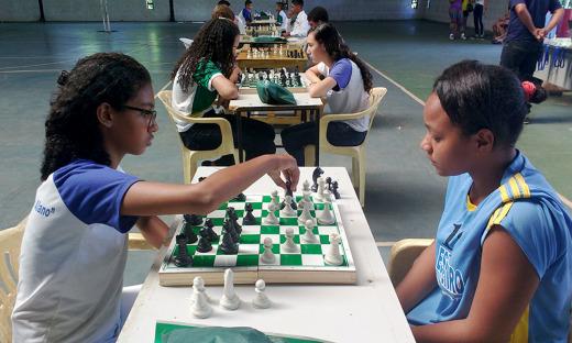 O xadrez exercita a concentração e as noções de estratégia dos competidores