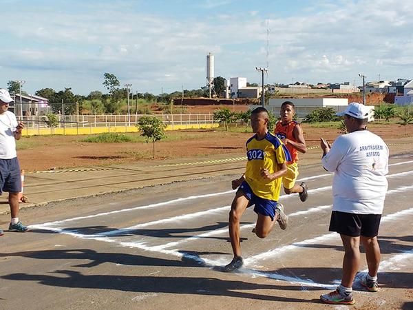 No atletismo, são disputadas provas de corrida, além das provas de campo