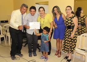 Setas entrega certificados do curso de cabeleireiro