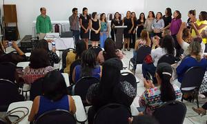 Participam da formação mais de 100 professores de 72 municípios que possuem estudantes com surdez matriculados nas escolas da Rede Estadual