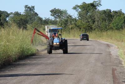 Ageto termina o trabalho de tapa-buracos e roçagem mecanizada na TO-255 entre Porto Nacional e Monte do Carmo.