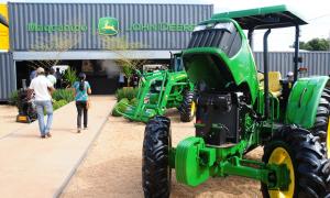 Com um cenário econômico em recuperação e o clima favorável na safra de grãos 2016/2017, os produtores rurais estão procurando a Agrotins para fazer investimentos em máquinas e equipamentos