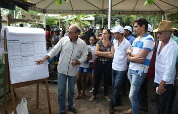 O médico veterinário da Seder, Cláudio Lobato Sayão ministrou palestra para os participantes sobre os tipos de manejo do frango caipira