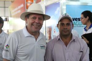 Vice-presidente realiza a entrega de licenças ambientais para construção de Laticínio Municipal de Araguaína