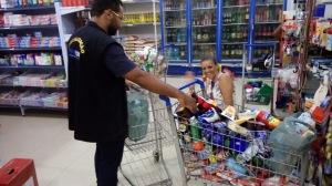 Operação recolheu milhares de produtos vencidos