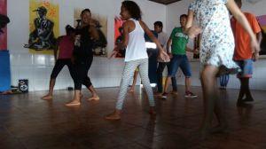 Alunos da Escola Vale do Sol dançam Hip Hop no contraturno escolar.