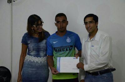 Adolescentes receberam certificação de curso promovido pelo Senai.