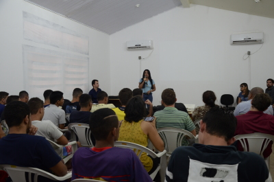A diretora da Escola Mundo Sócio do Saber, Valdelisce Ramos de Araújo, enfatizou as melhorias no aprendizado dos adolescentes.