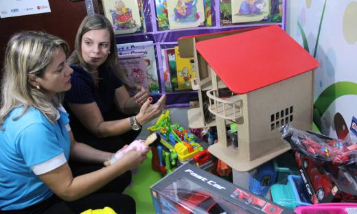 A estrutura conta com ambiente lúdico e diversos brinquedos para as crianças em situação de violência
