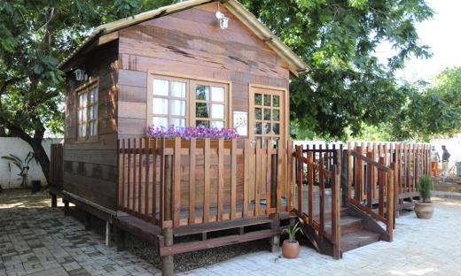 A ludoteca, em formato de uma casinha, tem uma representação muito forte no atendimento das crianças. Os brinquedos lúdicos, que têm um papel fundamental no atendimento, são considerados estratégicos