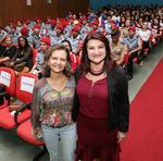 A secretária, ao lado da diretora Regional de Educação de Araguaína, Maria Florismar do Espírito Santo
