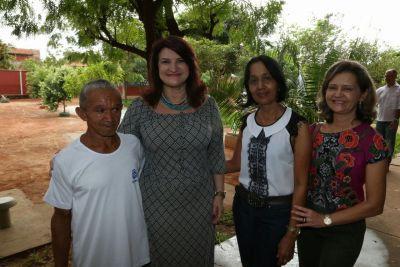 Secretária Wanessa Sechim junto com seu Chico e a diretora regional de Educação de Araguaína, Maria Florismar do Espírito Santo