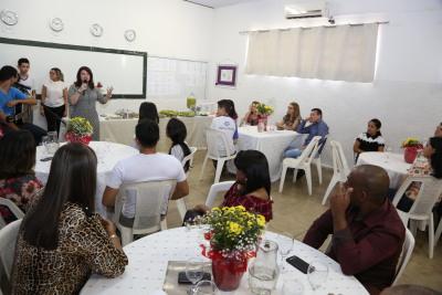 No CEM Paulo Freire, a secretária falou sobre os desafios da educação em tempo integral