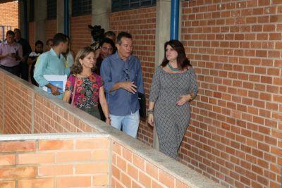 Durante as visitas, os gestores percorreram as salas de aula e setores administrativos