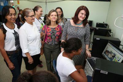 Na Escola Estadual Jardim Paulista, o grupo gestor visitou salas de aula e setores administrativos