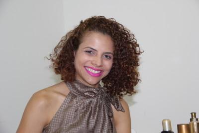 Midiã Dias Rocha Queiroz está feliz em contribuir com o momento de alegria das mães