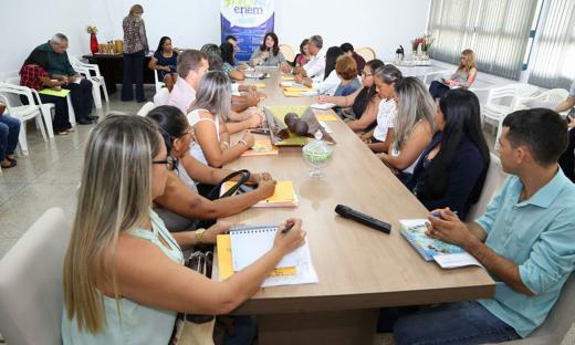 Durante as reuniões, os diretores levaram as demandas de suas escolas diretamente ao grupo gestor