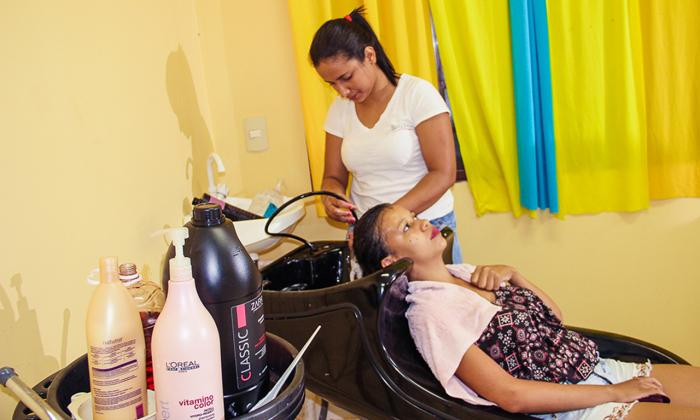 Aafeto está sempre presente em ações que envolvem solidariedade, como o corte de cabelos na Casa de Apoio Vera Lúcia