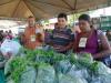 A feira conta com a comercialização de frutas, hortaliças, doces e comidas típicas
