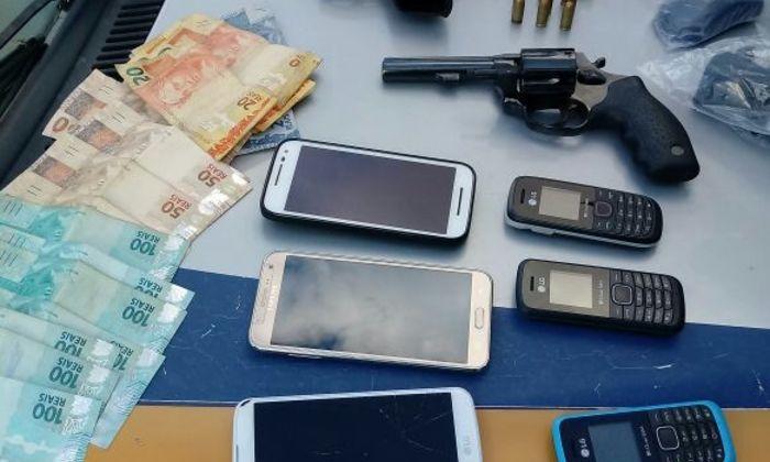 Material apreendido pela PM com suspeitos de assalto à Agência dos Correiros em Itacajá.