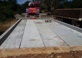 Com a finalização das obras o escoamento da produção e os alunos da área rural poderão deixar de usar os desvios nas estradas .