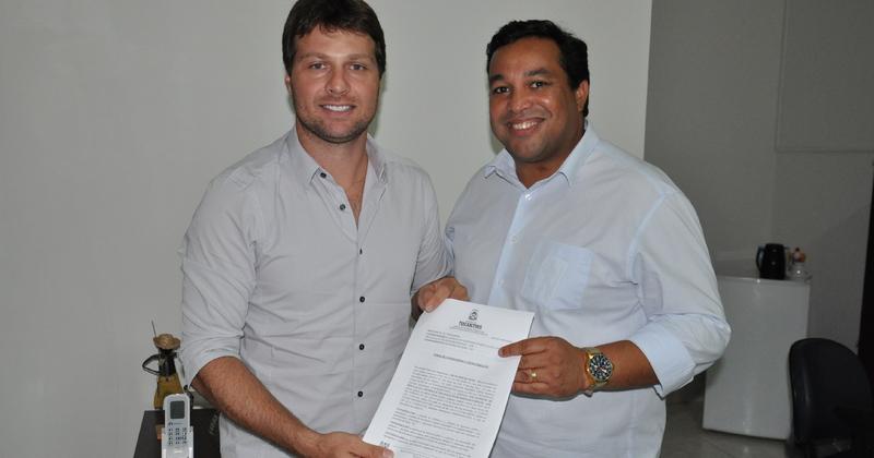 Presidente da ATR Jota Patrocínio e o prefeito de Peixe José Augusto assinam Termo de Compromisso