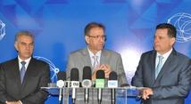 3 Forum Governadores Brasil Central - Reinaldo Azambuja Gov MS - Marcelo Miranda Gov TO - Marconi Perillo (GO) - Foto-Aldemar Ribeiro (2).JPG