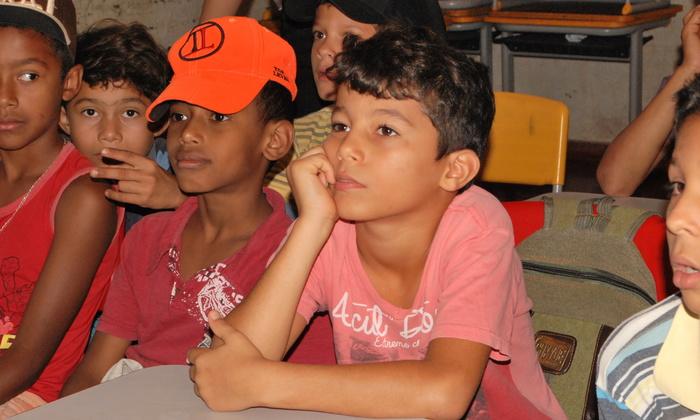 O aluno Antônio Victor atento as informações