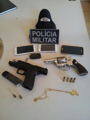 Objetos apreendidos com autores de roubo em Aguiarnópolis_300.jpg