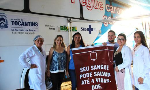Unidade móvel encerra coleta de sangue na Praça dos Girassóis