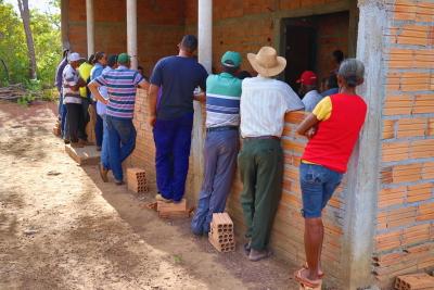 Comunidade do assentamento Vitória 3, durante encontro realizado nesta terça-feira