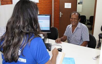 Há 26 anos sem regularizar o imóvel onde mora, João Souza Gomes ficou surpreso quando soube que não precisaria gastar nada para obter o documento