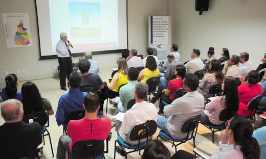 O coordenador técnico Nacional do IBGE, Antônio Carlos Florido, ministrou uma palestra explicando que o censo agropecuário visa captar informações precisas para montar um diagnóstico do setor rural