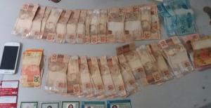 Dinheiro e documentos apreendidos com suspeitos de estelionato em Araguaína.png