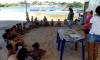 Crianças participam de oficina ambiental na praia da Gaivota