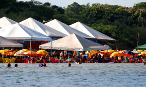 O objetivo é conscientizar os comerciantes sobre o descarte correto do óleo de cozinha usado nas barracas e sensibilizar os turistas em relação a não jogar o lixo nas areias e nos rios