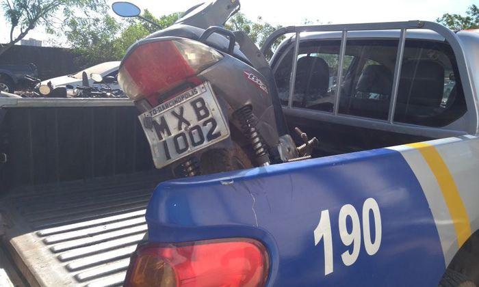 Moto apreendida em Araguaína, após abordagem em mulher suspeita