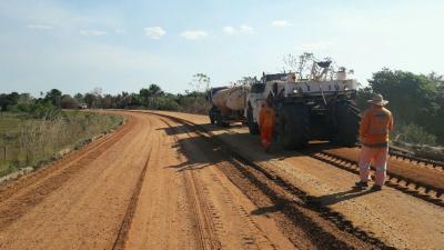 Os serviços estão sendo realizados no trecho da TO-010, entre o entroncamento da BR-230 até a cidade de Araguatins