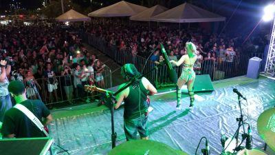 O show da Banda Babado Novo encerrou a Semana com chave de ouro e reuniu mais de seis mil pessoas.