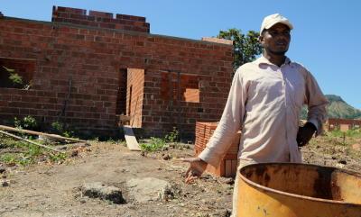 Proprietário de imóvel em Lajeado, o pedreiro Luilson Américo fala das dificuldades em construir por não ter água encanada