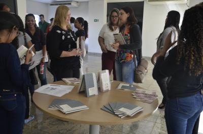 Público presente pode comprar obras que detalham a situação degradante dos trabalhadores no Maranhão, Tocantins, Pará e Piauí.