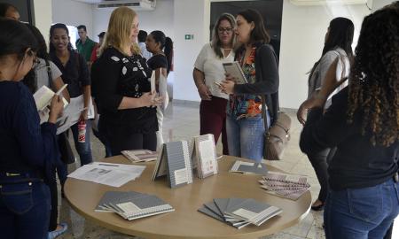 Público presente pode comprar obras que detalham a situação degradante dos trabalhadores no Maranhão, Tocantins, Pará e Piauí