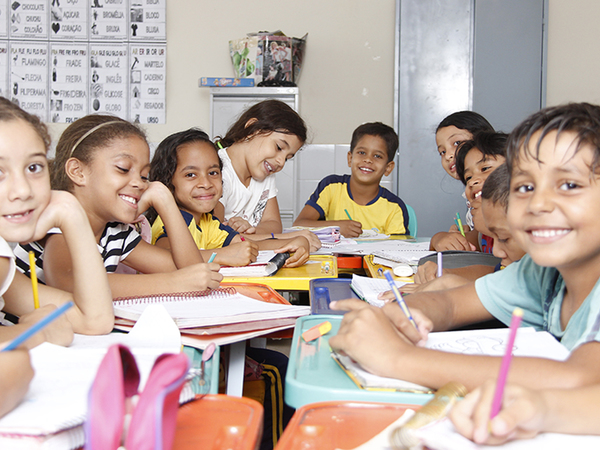 A parceria entre Estado e Municípios beneficia, principalmente, os estudantes da educação infantil e fundamental, etapas do ensino de responsabilidade das redes municipais