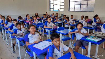 Estudantes da Escola Estadual Ana Amorim, em Pedro Afonso.