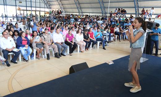A estudante Bruna Rocha deu um show de voz e de postura de palco