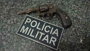 Arma localizada durante abordagem da PM.